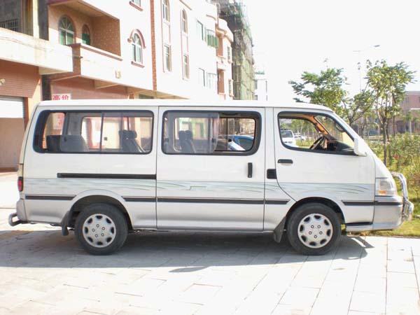 包车备注: 1、出于对桂林山区道路路况复杂和桂林旅游行程安排考虑,本站车辆原则上只用于旅游,其它用车形式价格另议。本站旅游包车必须配备司机,暂不提供车辆外包业务。 2、游客根据自己所在城市选择来桂林的最佳交通途径,并根据游览目的选择适合自己的桂林游览线路及标准,选择好桂林景点和游览时间,请联系我们,告之您来桂林的交通方式、出发日期、游览线路、标准及人数,或进行更详细咨询 。桂林旅游包车团队均按行程价格计算,详情见本站桂林旅游线路。 3、按照您的要求,我站与您约定好包车相关事宜及费用,并按约定的内容与您进行